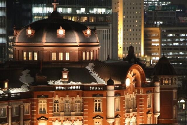 雪の東京駅